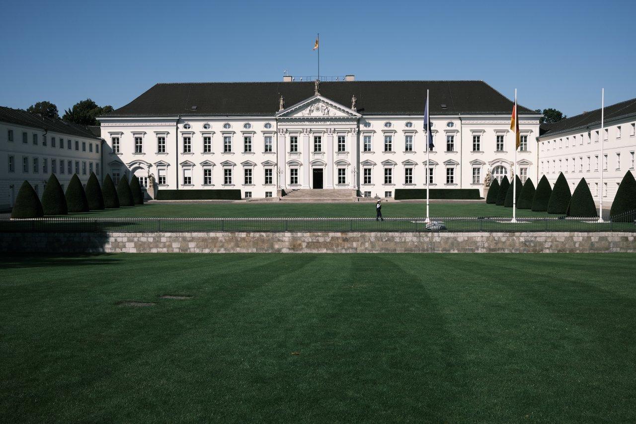 2020.09.21-0830 Schloss Bellevue.JPG