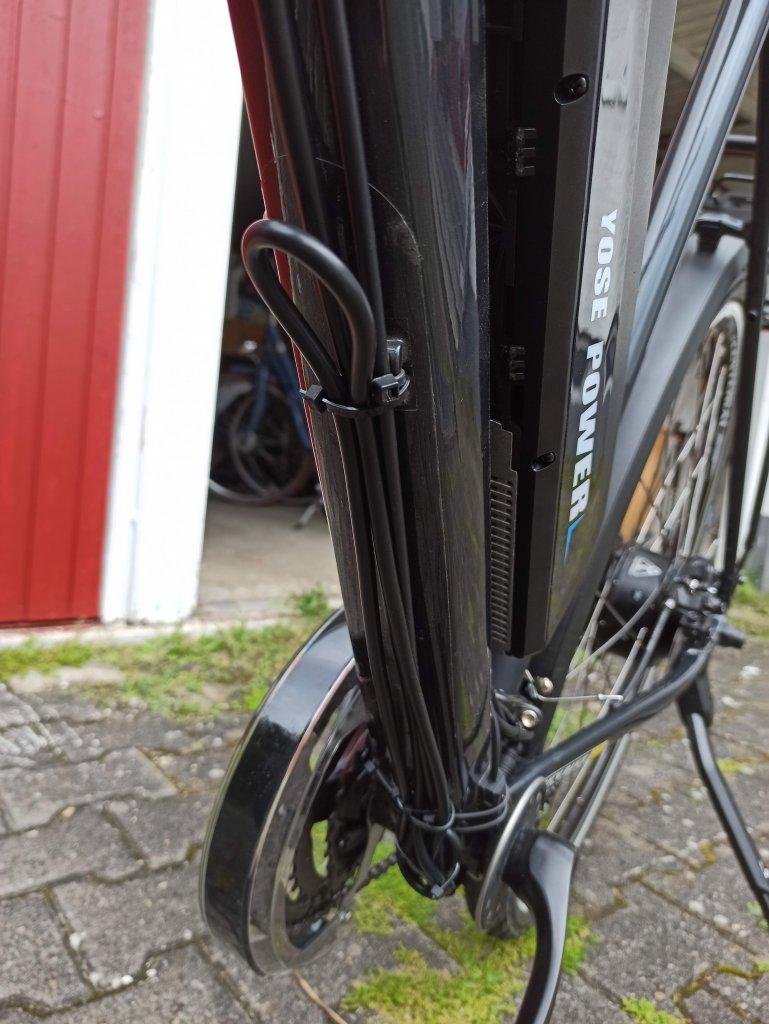 7-Kabel am Hauptrohr.jpg