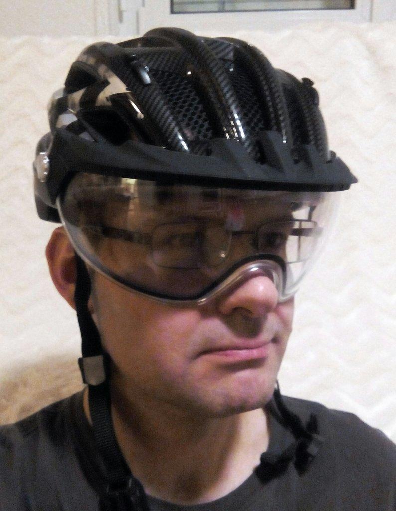 fahrradhelme mit visier abus in vizz uvex city v abus. Black Bedroom Furniture Sets. Home Design Ideas